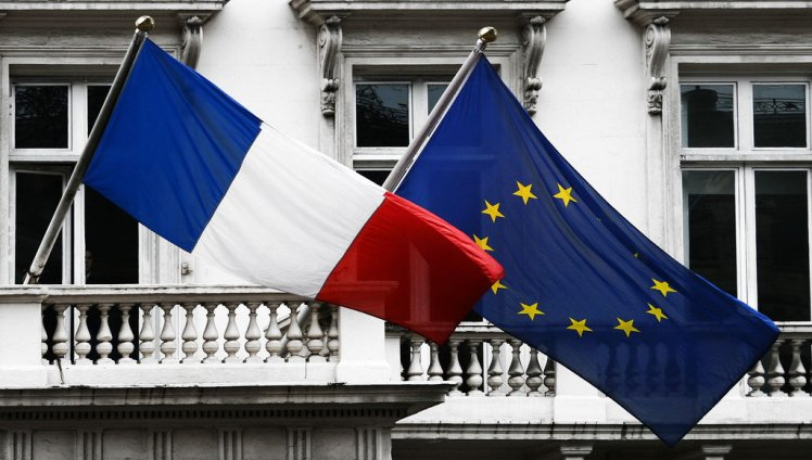 Flag_of_France_and_EU